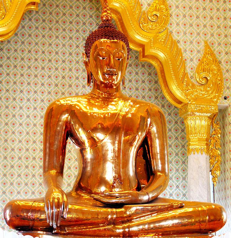 800px-Golden_Buddha_statue_at_Wat_Traimit
