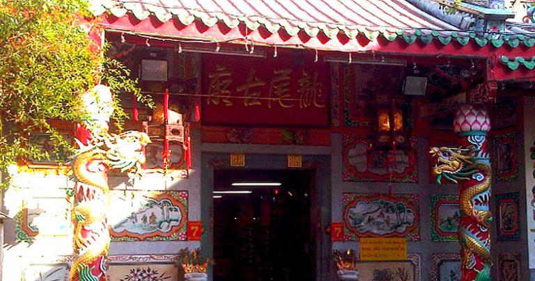 thailand-bangkok-yaowarat-leng-buai-eir-shrine-768x404
